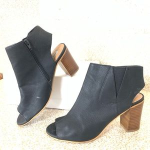 Steve Madden : black peep toe chunky heel shoes